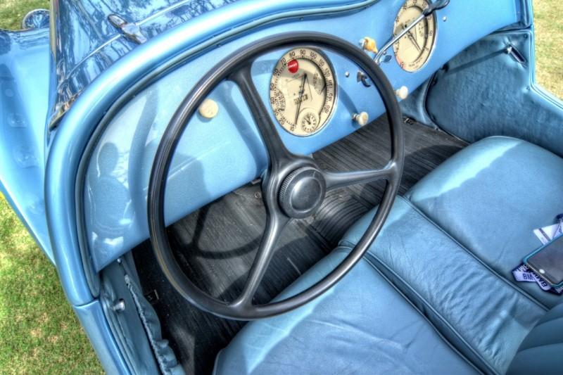 interior-w-dials