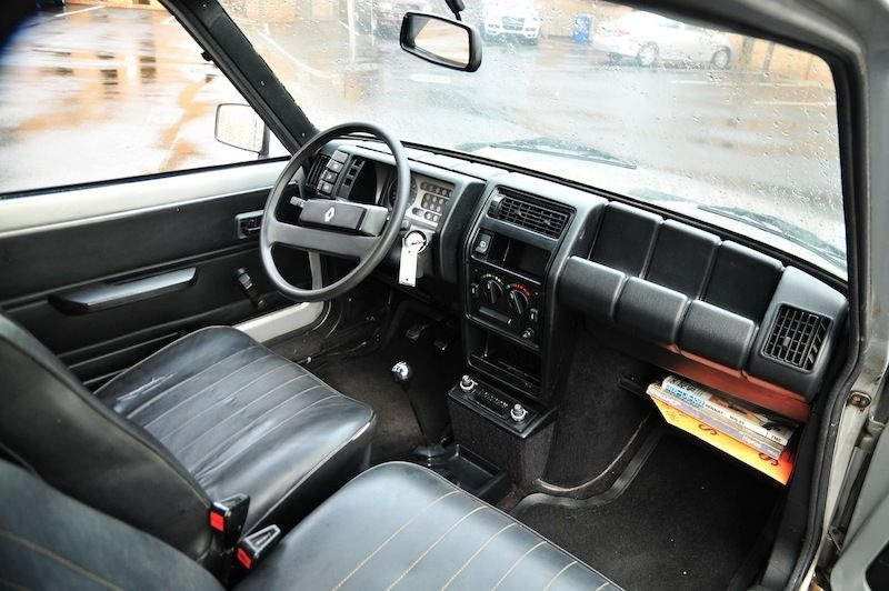 1982-renault-lecar-interior1