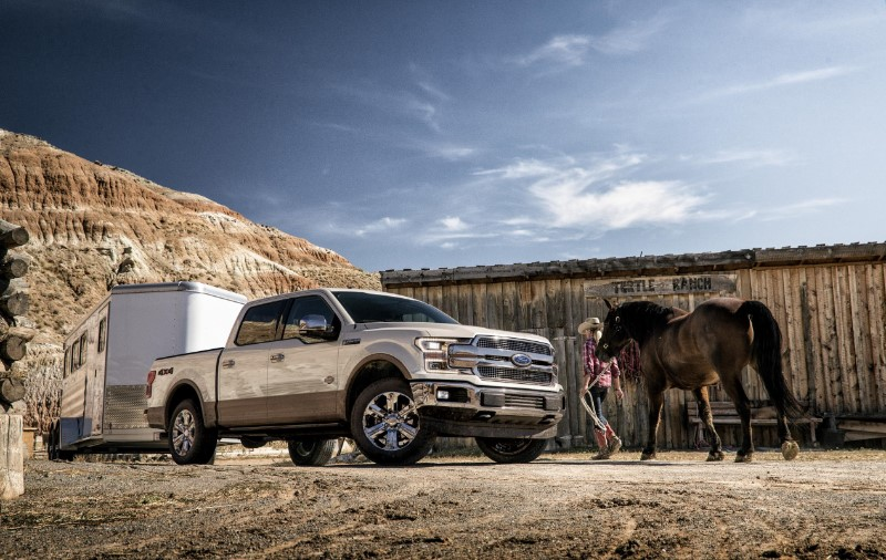 536557_F150_KRChrome_Horse_Trailer_Arena_0044_sd